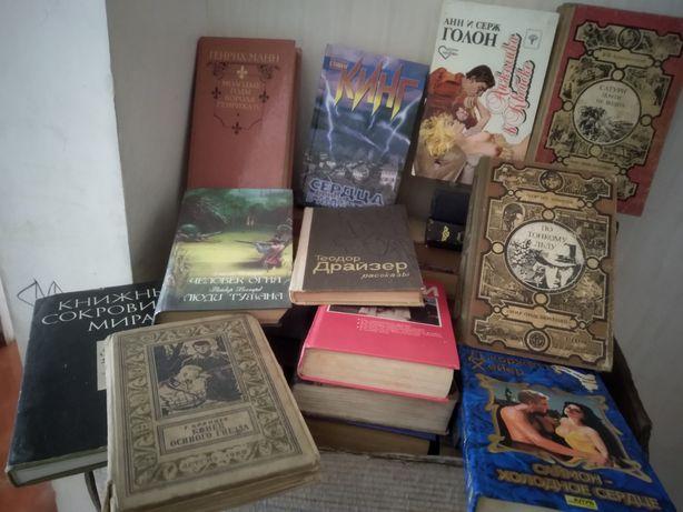 Книги разные романы,научные и т.д.