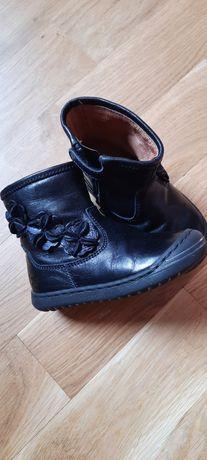 Весняні черевички для дівчинки