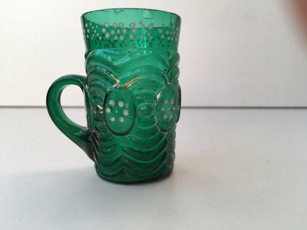 Caneca em vidro coalhado verde esmeralda, pintado em esmalte, sec.XIX