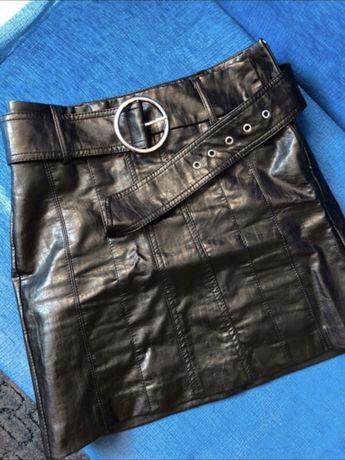 Spódniczka mini czarna bershka imitacja skóry