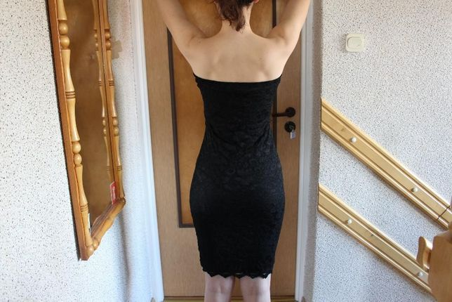 piękna czarna koronkowa sukienka