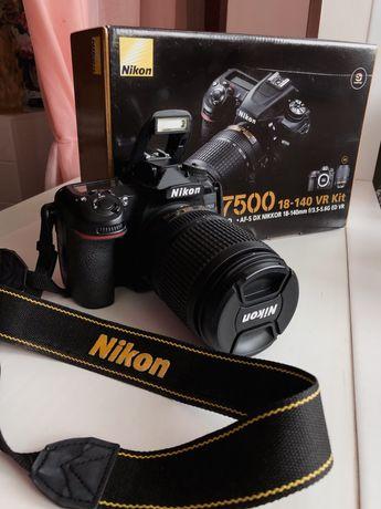 Фоотоапарат Nikon D7500 и Nikkor 18-140
