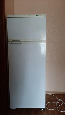 Продам б/у холодильник Атлант