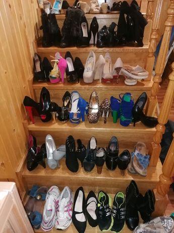 Лот взуття 33 пари