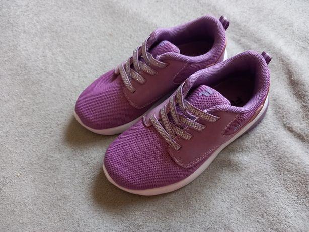 Кросівки FILA, 28 розмір, камера не передає колір, вони  фіолетові