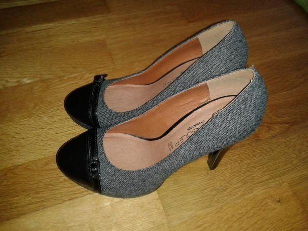 Sapatos (Tamanho 36)