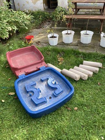 Stolik dziecięcy do ogródka
