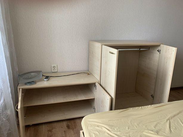 Продам спальню кровать, шкафчики и две прикроватные тумбочки
