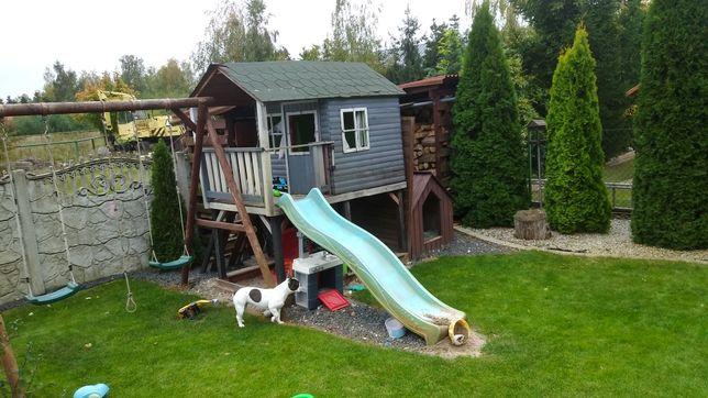 Domek drewniany dla dziecka ze zjezdzalnia i piaskownica