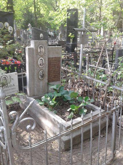Уборка могилок на Байковом кладбище. Благоустройство могил, захоронени Киев - изображение 1