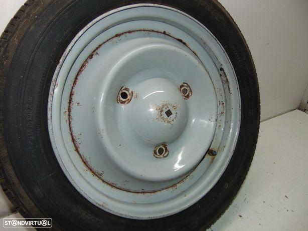 Citroen 2cv6 2 cavalos roda com pneu
