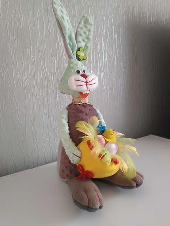 Królik zajac wielkanocny siedzacy