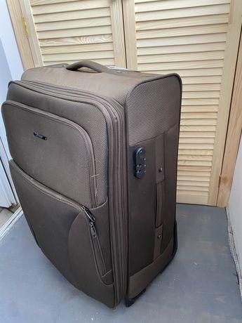 Большой вместительный чемодан Derby