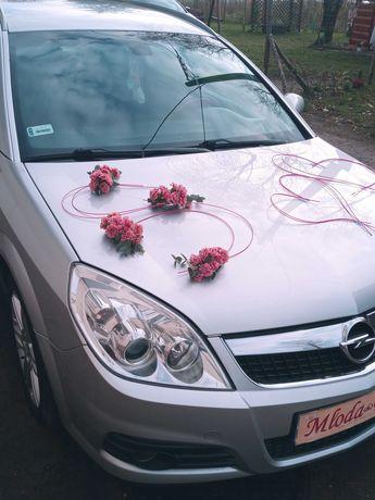 Strojenie samochodu na ślub, strojenie sal, bukiety ślubne.