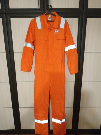 Продам комбинезон сдельный, профессиональную одежду, в комплекте идё