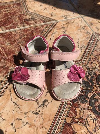 Босоножки сандалии 18 размер 11 см по стельке