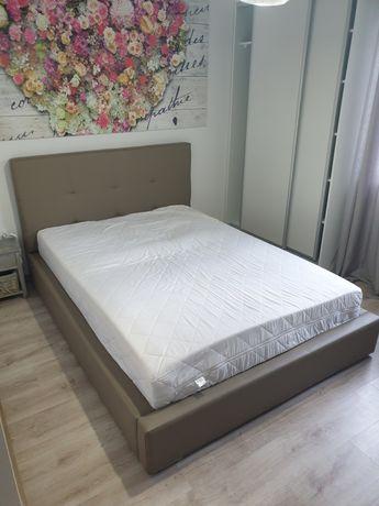 Łóżko sypialniane 160 x 220 z materacem,  stan bardzo dobry