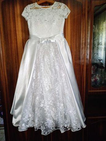 Нарядное платье на выпускной.
