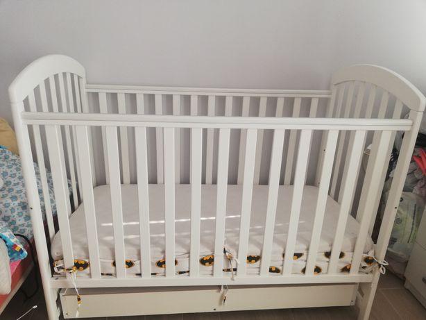 Łóżeczko niemowlęce z szufladą