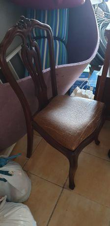 Cadeiras de madeira usadas. Precisam ser arranjadas. 6unidades.
