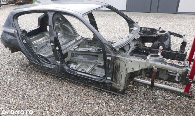 BMW F20 KAROSERIA BUDA KOLOR 668 Schwarz 2