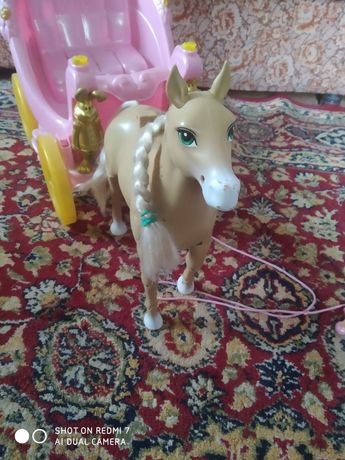 Дитяча карета з конем