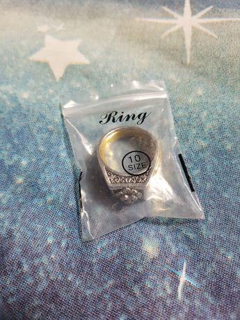 Кольцо-тайник перстень с отсеком