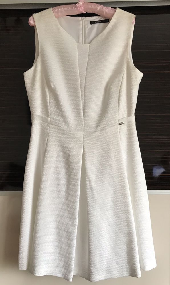 Sukienka Monnari biała rozkloszowana