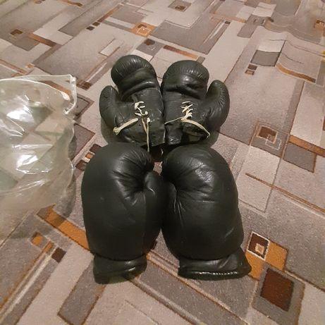 продам две пары боксёрских перчаток