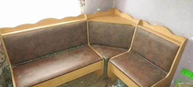 Продам мебель спальный гарнитур кухонный уголок и тумба под телевизор