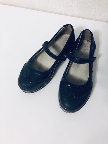 Продам школьные кожаные туфли 19 см стелька -ортопедические