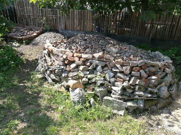 Gruz mieszany kamienie, cegły dachówki, tynki kilka ton oddam za darmo