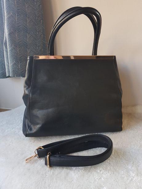 Elegancka czarna torebka z eco skóry