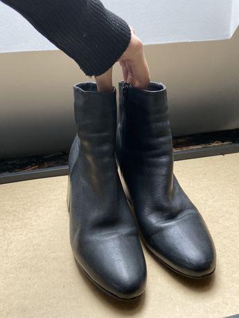 Holenderskie buty rozmiar 39 skorzane botki czarne Sacha