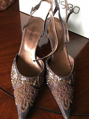 Conjunto de cerimónia sapatos e carteira.