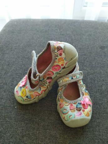 Kapcie, sandałki dla dziewczynki, rozmiar 23