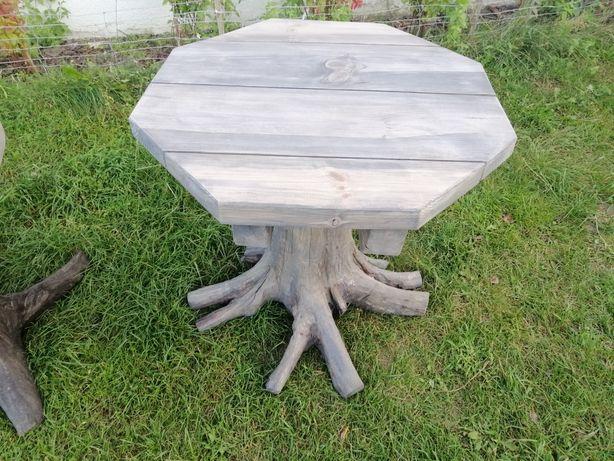 Stół drewniany (na pniu)