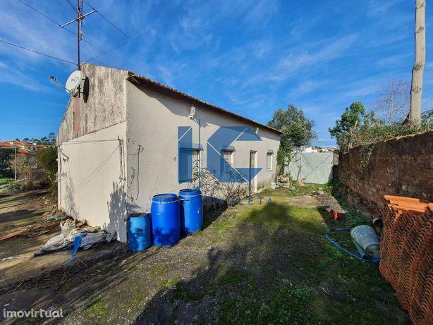Moradia T3 térrea isolada para restaurar em Águeda