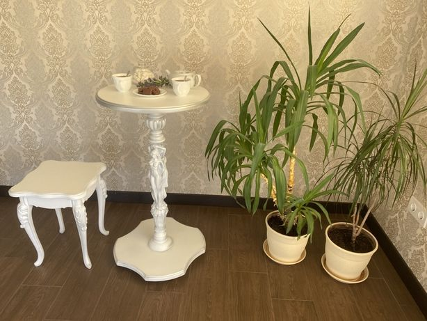 Чайный столик из дерева. Подставка по цветы. Элемент декора. Резьба