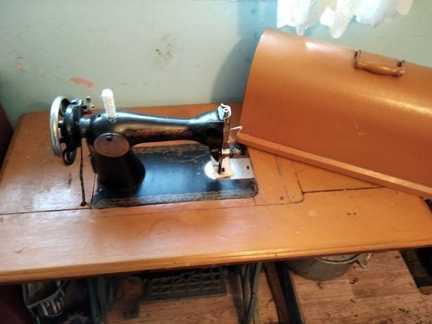 Швейна машинка в робочому стані. Можливий ОБМІН