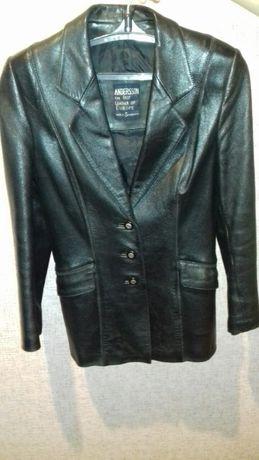 Женский кожанный пиджак. Размер S-M.