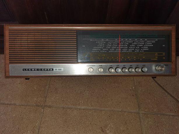 Radio Loewe Opta R158
