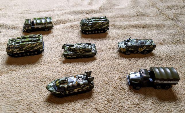 Военные машинки,7-8 см. Цена за весь набор-170 грн.