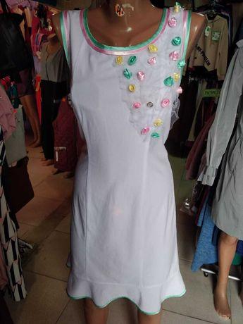 Белое платье  с валаном