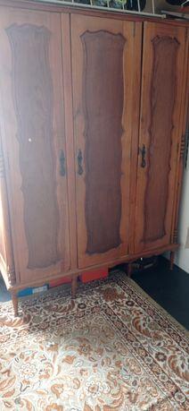 Guarda-roupa e cômoda de gavetas