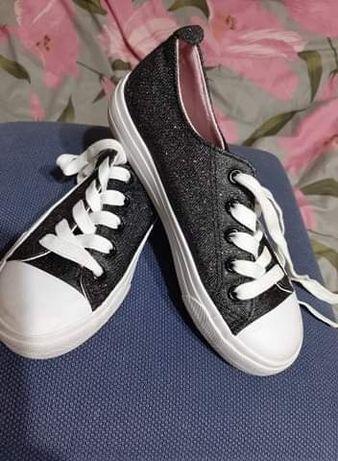 Paczka butów dla dziewczynki rozm.33-35
