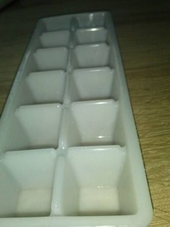 pojemnik foremki na kostki lodu dla dzieci i nie tylko NOWE