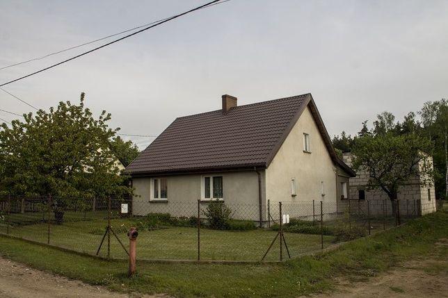Dom z budynkami gospodarczymi