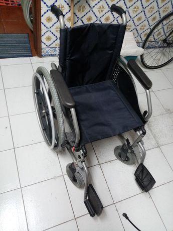 Cadeira rodas praticamente nova, pronta a usar
