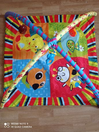 Коврик с игрушками для ребенка